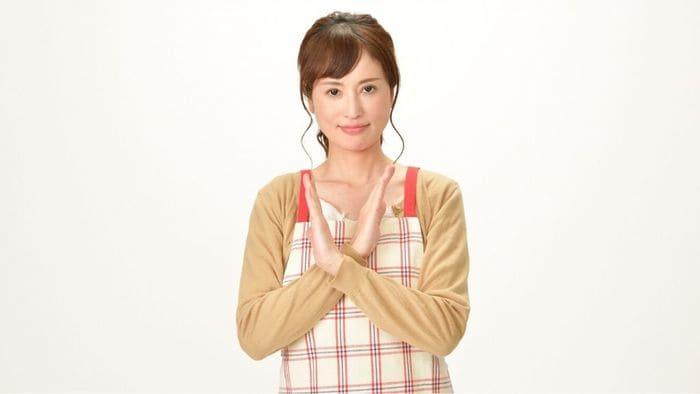 バツを作る女性