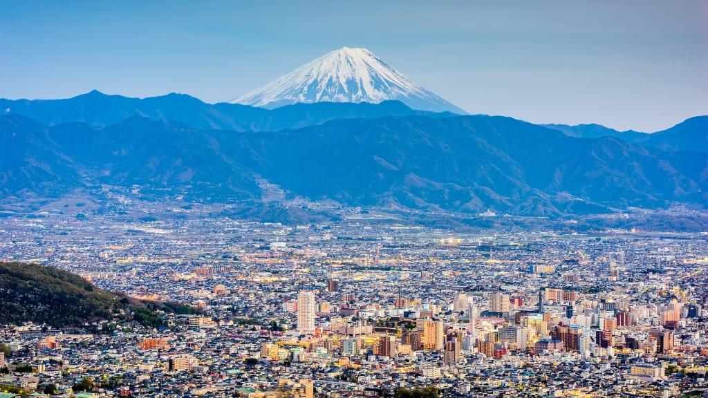 甲府市と富士山